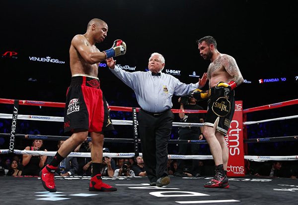 Boxing - Andre Ward v Paul Smith - Oracle Arena, Oakland, California, United States of America - 20/6/15 Andre Ward (L) and Paul Smith are separated during the fight Action Images via Reuters / Andrew Couldridge Livepic