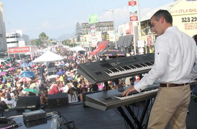 Mayor Eric Garcetti performing on the Wave stage.