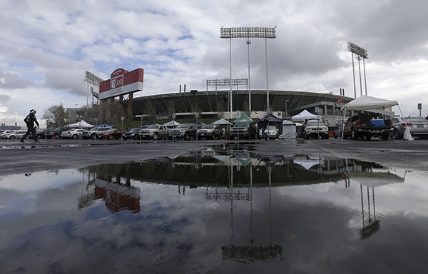 O.co Coliseum is reflected in a puddle before an NFL football game between the Oakland Raiders and the San Diego Chargers in Oakland, Calif., Thursday, Dec. 24, 2015. The Raiders could be moving to the Los Angeles area after the season. Raiders owner Mark Davis and Chargers owner Dean Spanos are seeking to partner on building a stadium in Carson. (AP Photo/Jeff Chiu)