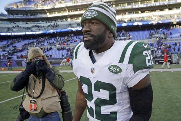 FILE - In this Nov. 24, 2013, file photo, New York Jets safety Ed Reed walks off the field after an NFL football game against the Baltimore Ravens in Baltimore. The Buffalo Bills announced Wednesday, Jan. 13, 2016, that Reed agreed in principle to be an assistant defensive backs coach on Rex Ryan's staff. (AP Photo/Patrick Semansky, File)