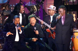 Members of Earth, Wind & Fire surround the band's leader and founder Maurice White, center, as they perform following the group's induction into the Rock and Roll Hall of Fame in New York Monday evening, March 6, 2000. The band, which rose to prominence in the Seventies, solidified the growth of black album music as it brought together the earlier sounds of jazz, blues, R&B, pop, gospel, funk and deep soul.  (AP Photo/Kathy Willens)