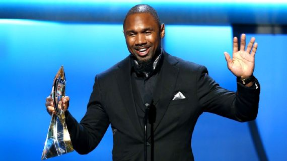 Oakland Raiders Retired Safety Charles Woodson Accepts Art Rooney Sportsmanship Award at NFL Honors.  Photo:  Associated Press
