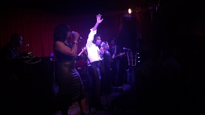 Major performing at The Hotel Cafe in Hollywood. (Amen Oyiboke/LA Sentinel)