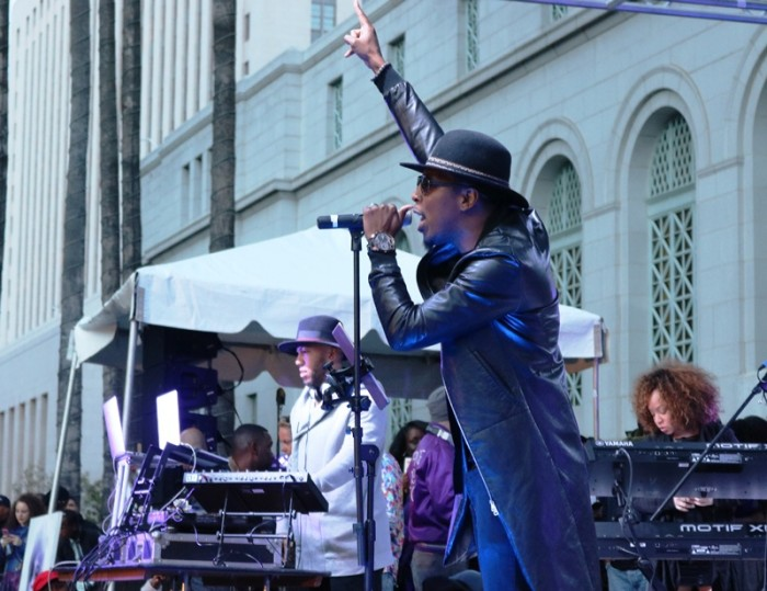 Deitrick Haddon performs Raspberry Beret with band to remember Prince. Photo Credit: Brittany K. Jackson