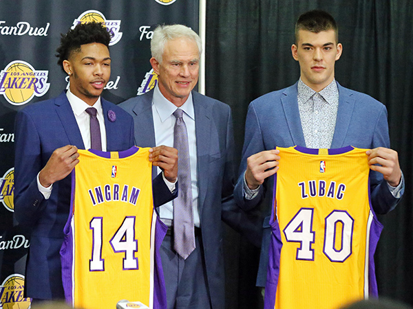 The Los Angeles Lakers' No. 2 draft pick Brandon Ingram, left, and Ivica Zubac, right, pose with general manager Mitch Kupchak as they are introduced at the NBA basketball team's headquarters in El Segundo, Calif., Tuesday, July 5, 2016. The Lakers believe Ingram will be a big piece of their next title-contending roster. (AP Photo/Reed Saxon)