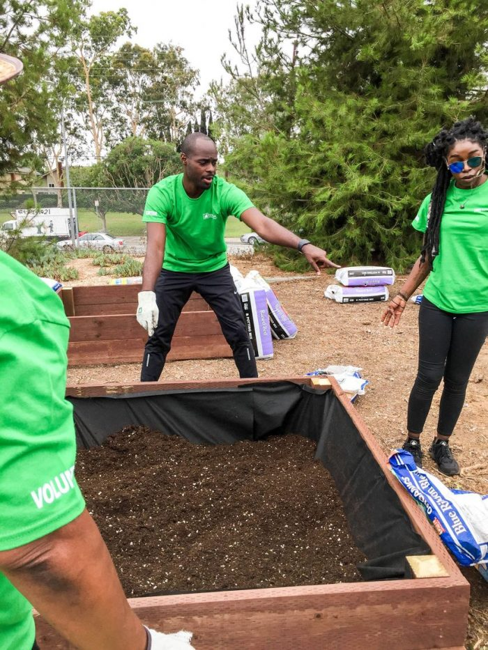 SCE volunteers help lay mulch and plant fruits and vegetables in garden boxes at La Tijera Academy of Excellence Charter School in Inglewood. (Photo by Glennetta Green)