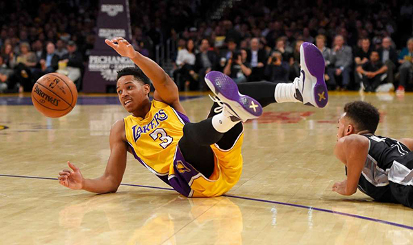 Los Angeles Lakers forward Anthony Brown, left, and San Antonio Spurs forward Kyle Anderson scramble for a loose ball during the first half of an NBA basketball game Friday, Jan. 22, 2016, in Los Angeles. (AP Photo/Mark J. Terrill)