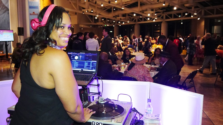 DJ Jiji Sweet playin' the beats at Taste of Soul VIP Reception Photo by Mesiyah McGinnis