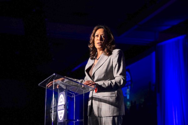 U.S. Senator Kamala Harris speaks about the ideals of MLK at LA Federation of Labor Breakfast (Photo by Los Angeles County Federation of Labor AFL-CIO)