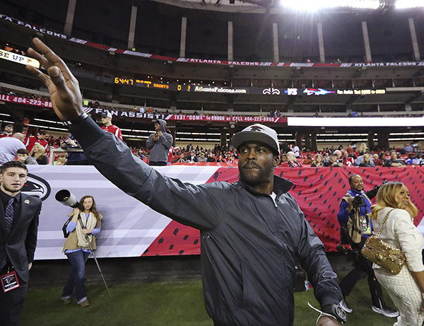 Former Atlanta Falcons quarterback Michael Vick waves to fans as he returns to the Georgia Dome, before the Falcons played the New Orleans Saints in an NFL football game Sunday, Jan. 1, 2017, in Atlanta. (Curtis Compton/Atlanta Journal-Constitution via AP)