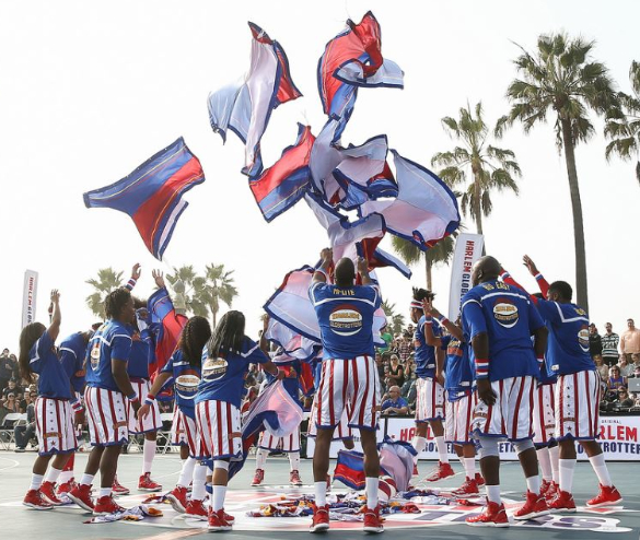 The Harlem Globetrotters perform at Venice Beach. (courtesy of HGI)