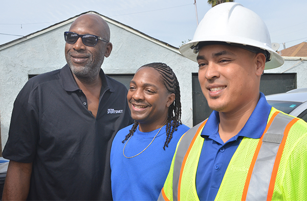 Hall of Famer James Worthy (left) poses with new Spectrum customer Donte Adams (center) and field technician Jose Valdez (right) (Amanda Scurlock/L.A. Sentinel)