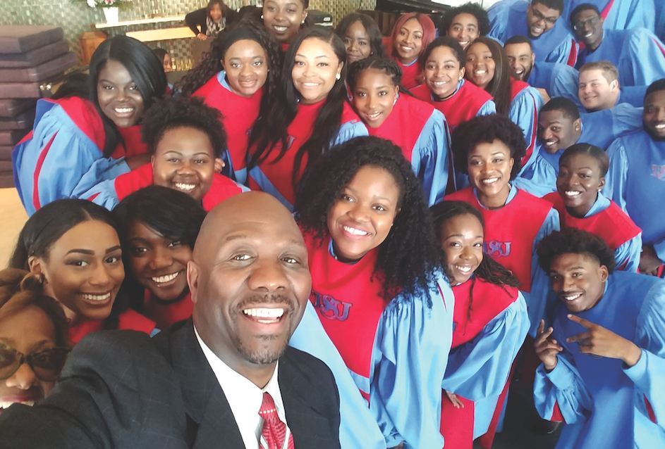 Pastor Kelvin Sauls takes a selfie with the the Delaware State University Concert Choir. (photo by Kelvin Sauls)