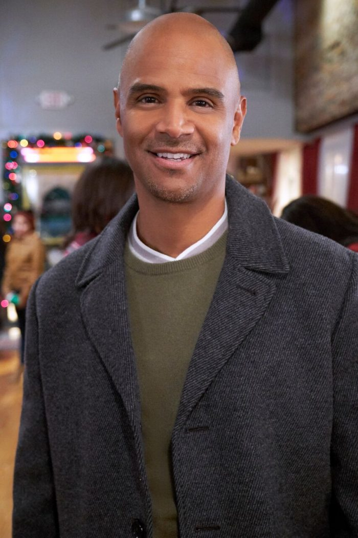 Christmas Everlasting Cast.Dondre T Whitfield Takes Role In New Hallmark Film
