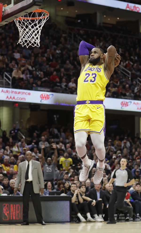 ee159657412 Los Angeles Lakers  LeBron James goes up for a dunk against the Cleveland  Cavaliers during the second half of an NBA basketball game Wednesday