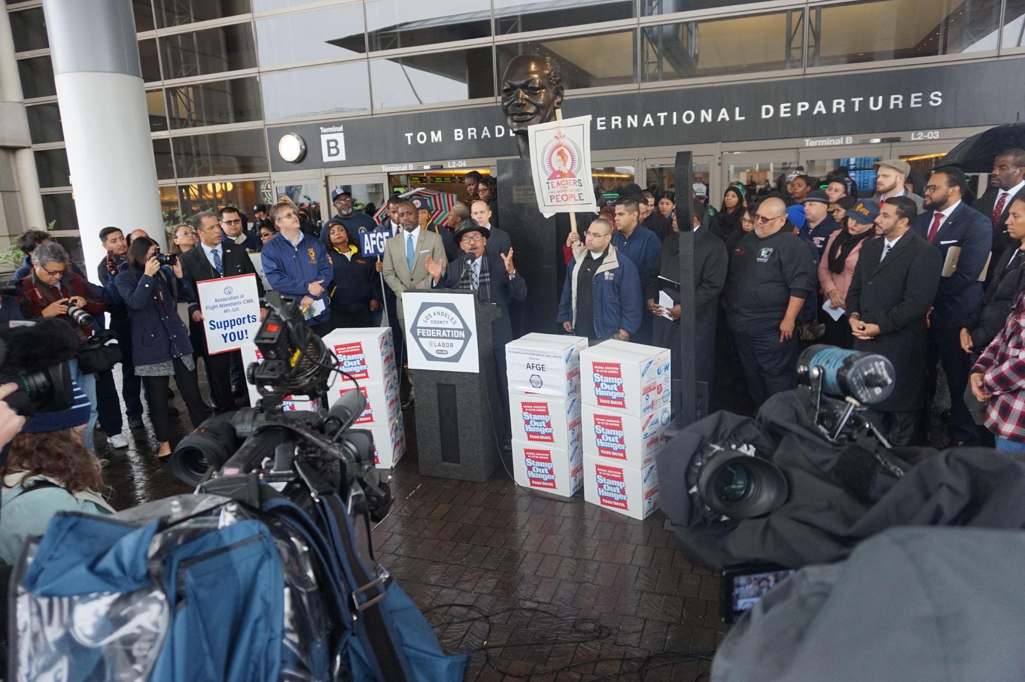 L A  City Council Addresses Government Shutdown - Los