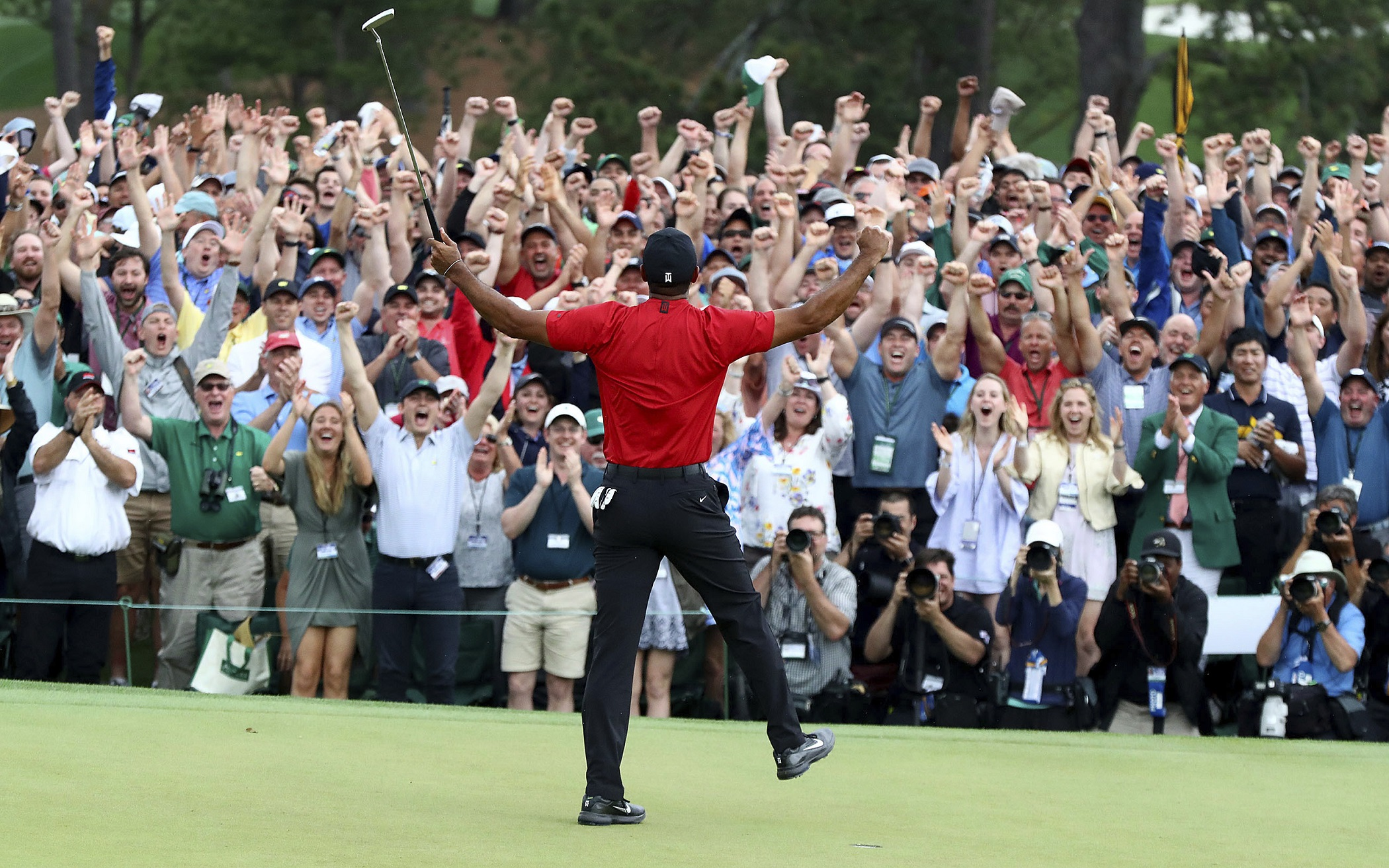 Tiger Woods wins his Fifth Masters; slips on Green Jacket